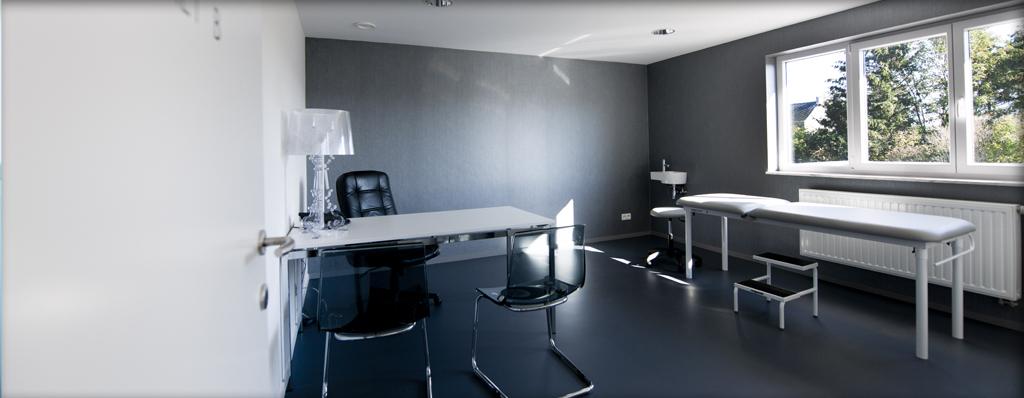 Les cabinets comprennent toutes les facilités (téléphone, bureau, connexion internet, etc.)