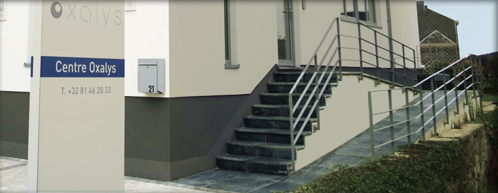 Accès aux personnes à mobilité réduite facilité: rampe d'accès et ascenseur